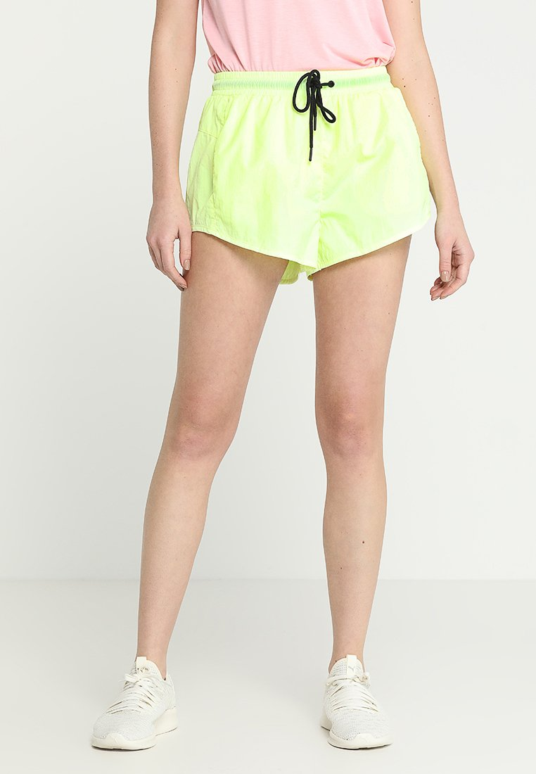 Cotton On Body - PANELLED CRINKLE SHORT - Pantaloncini sportivi - limelight
