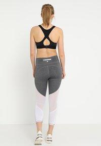 Cotton On Body - MOVEMENT PANELLED - Medias - concrete marle/white - 2