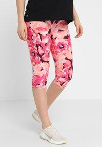 Cotton On Body - MATERNITY PRINTED CORE CAPRI - 3/4 sports trousers - pink - 0