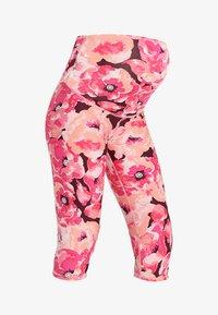 Cotton On Body - MATERNITY PRINTED CORE CAPRI - 3/4 sports trousers - pink - 4