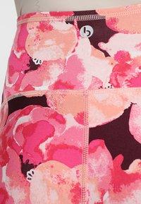 Cotton On Body - MATERNITY PRINTED CORE CAPRI - 3/4 sports trousers - pink - 5