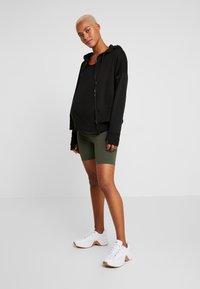 Cotton On Body - MATERNITY BIKE SHORT - Leggings - khaki - 1