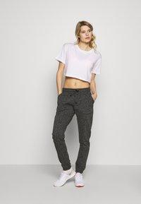 Cotton On Body - GYM TRACKPANT - Spodnie treningowe - charcoal leopard - 1