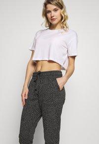 Cotton On Body - GYM TRACKPANT - Spodnie treningowe - charcoal leopard - 3