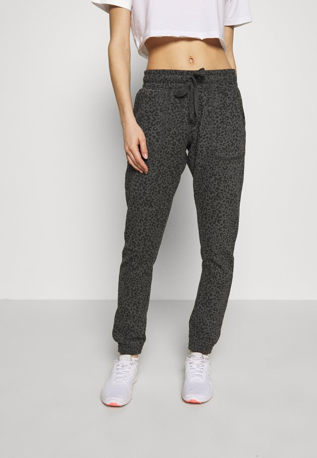 GYM TRACKPANT - Träningsbyxor - charcoal leopard