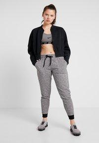 Cotton On Body - GYM TRACKPANT - Pantalon de survêtement - black varsity - 1