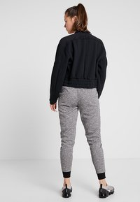 Cotton On Body - GYM TRACKPANT - Pantalon de survêtement - black varsity - 2