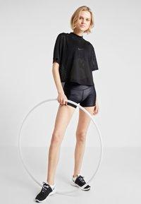 Cotton On Body - HIGHWAISTED GYM SHORT - Punčochy - shimmer black - 1