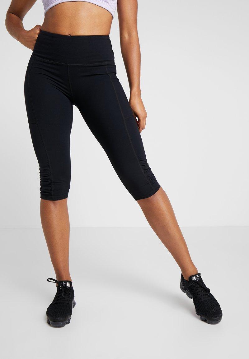 Cotton On Body - ROUCHED HEM CAPRI - Pantalón 3/4 de deporte - black