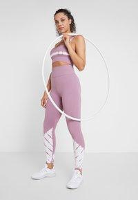 Cotton On Body - SEAMFREE - Collants - mauve tie dye - 1