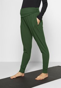 Cotton On Body - DROP CROTCH STUDIO PANT - Tracksuit bottoms - khaki - 0