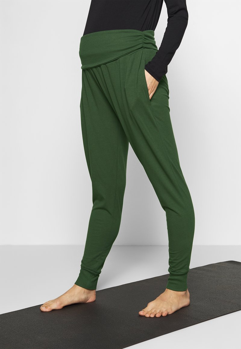 Cotton On Body - DROP CROTCH STUDIO PANT - Tracksuit bottoms - khaki
