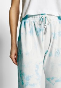 Cotton On Body - WASHED GYM TRACKPANT - Joggebukse - blue tie dye - 4
