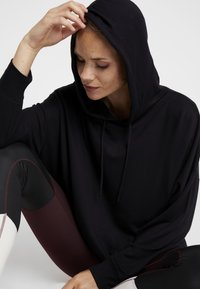 Cotton On Body - LONG LINE SPRING HOODIE - Jersey con capucha - black - 3
