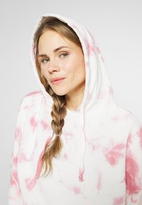 Cotton On Body - CROPPED HOODIE - Mikina skapucí - rose sangria - 4