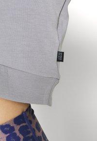 Cotton On Body - MATERNITY CROSS OVER CREW - Sweatshirt - grey marle - 5