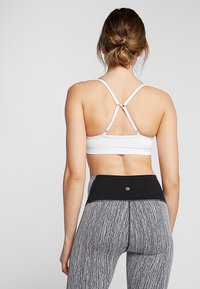 Cotton On Body - WORKOUT YOGA CROP - Urheiluliivit - white - 2