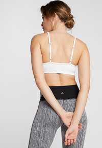 Cotton On Body - WORKOUT YOGA CROP - Urheiluliivit - white - 3