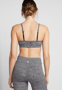 Cotton On Body - WORKOUT YOGA CROP - Urheiluliivit - salt & pepper - 2