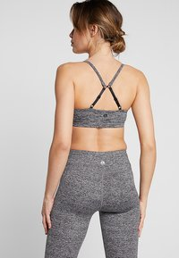 Cotton On Body - WORKOUT YOGA CROP - Urheiluliivit - salt & pepper - 3