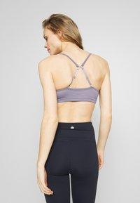 Cotton On Body - WORKOUT YOGA CROP - Sport BH - ash amethyst - 2