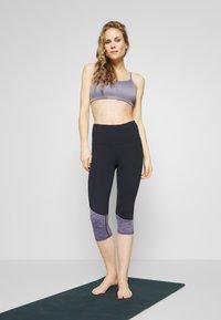 Cotton On Body - WORKOUT YOGA CROP - Sport BH - ash amethyst - 1