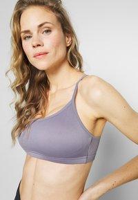 Cotton On Body - WORKOUT YOGA CROP - Sport BH - ash amethyst - 4
