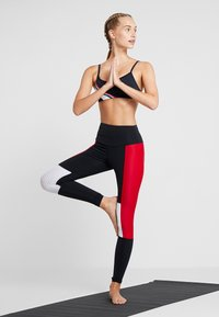 Cotton On Body - WORKOUT YOGA CROP - Sport BH - navy/ red/white - 1