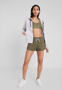 Cotton On Body - WORKOUT YOGA CROP - Sport BH - thyme shimmer - 1