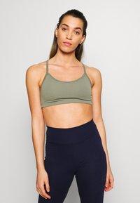 Cotton On Body - WORKOUT YOGA CROP - Sport BH - fern green - 0