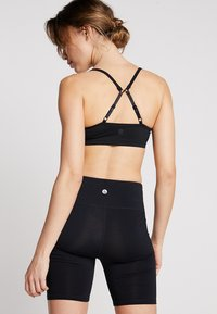 Cotton On Body - WORKOUT YOGA CROP - Sport BH - black