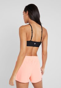 Cotton On Body - WORKOUT YOGA CROP - Sport BH - shimmer black - 3