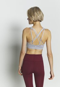 Cotton On Body - STRAPPY CROP - Sujetador deportivo - grey marle - 2