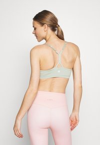 Cotton On Body - SO SOFT RACER CROP - Urheiluliivit - aloe - 2
