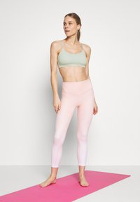 Cotton On Body - SO SOFT RACER CROP - Urheiluliivit - aloe - 1