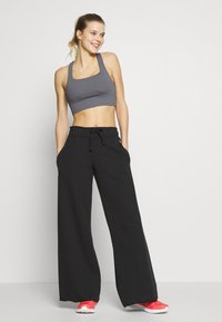 Cotton On Body - CUT OUT CROP - Sports bra - dark grey - 1