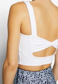 Cotton On Body - TWIST BACK VESTLETTE - Sport BH - white - 4