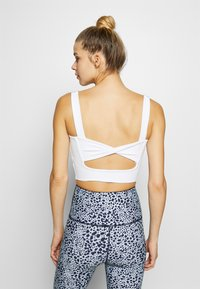 Cotton On Body - TWIST BACK VESTLETTE - Sport BH - white - 2