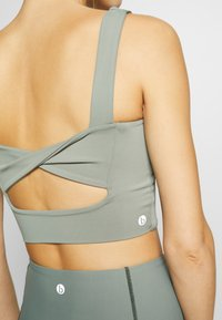 Cotton On Body - TWIST BACK VESTLETTE - Sujetador deportivo - steely shadow - 4