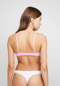Cotton On Body - SEAMFREE BRALETTE 2PACK - Soutien-gorge triangle - cool avocado/bright orchid - 2