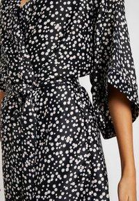 Cotton On Body - KIMONO GOWN - Dressing gown - splatter daisy/black - 4
