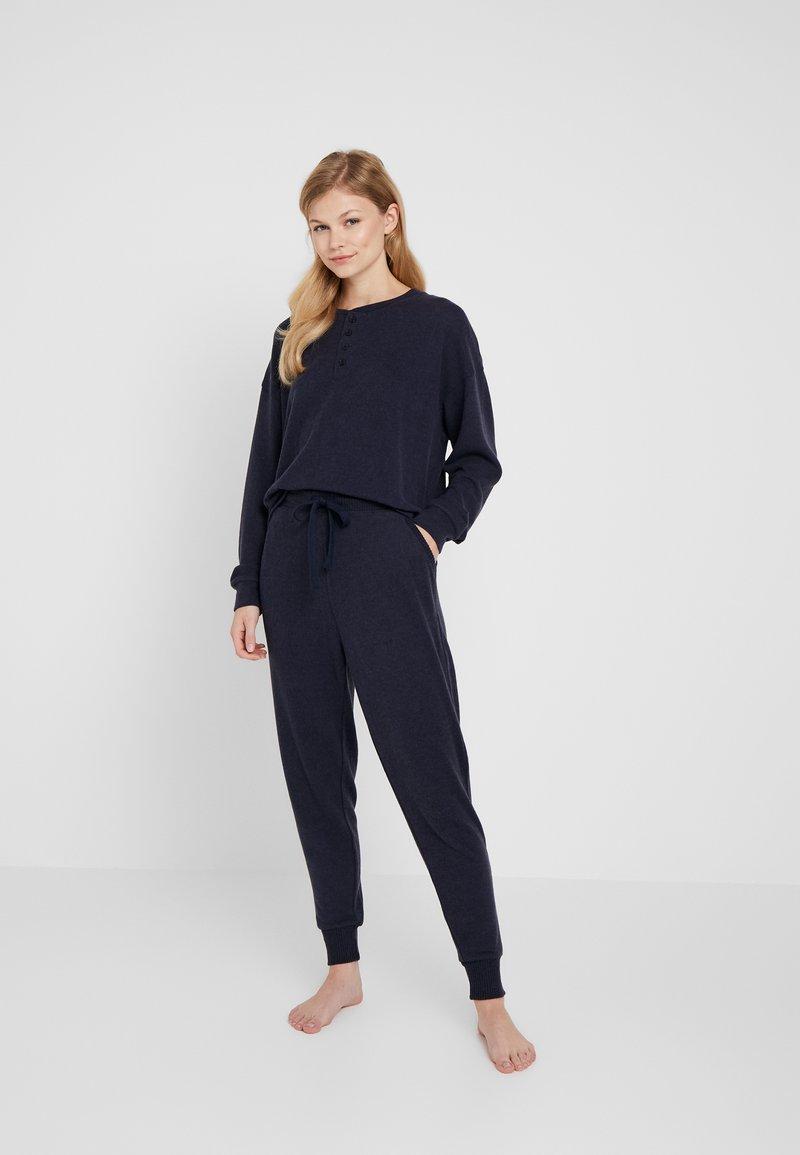 Cotton On Body - SUPERSOFT SLIM PANT PJ SET - Pyjama set - navy baby marle