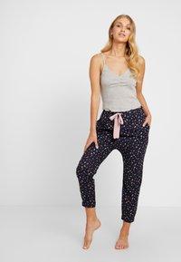 Cotton On Body - POINTELLE TANK DROP CROTCH PANT SET - Pyjamaser - grey marle/navy - 1
