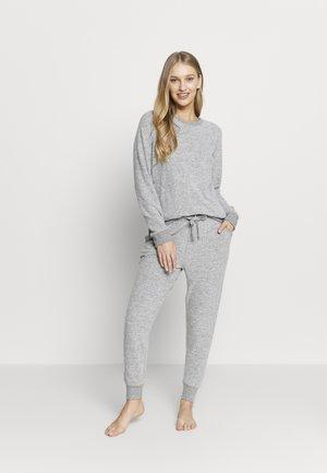 SUPER SOFT CREW AND SLIM PANT SET - Pyjama set - grey marle