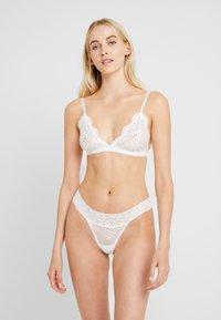 Cotton On Body - SOPHIA 3 PACK - Perizoma - black/cream/tomato - 0