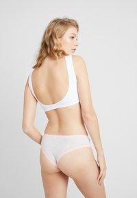 Cotton On Body - CHARLOTTE BRASILIANO 3 PACK - Onderbroeken - white/chambray blue/cherry nice - 2
