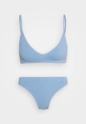 SEAMFREE TRIANGLE BRALETTE BRASILIANO SET - Conjunto de ropa interior - skyway blue