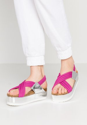 Platform sandals - fuschia
