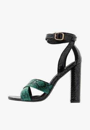 Sandaler med høye hæler - green