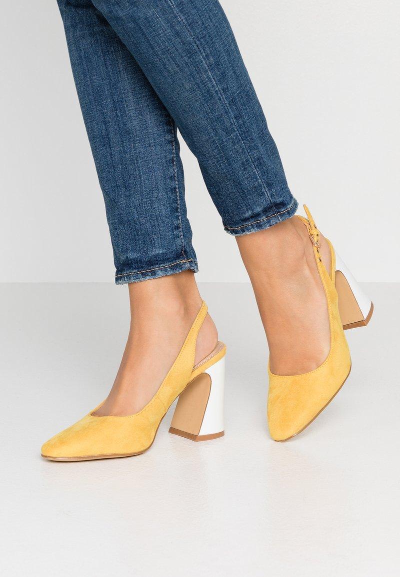 co wren - High Heel Pumps - yellow